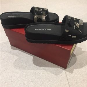 Donald J. Pliner Cava black felt sandal 7 NWT